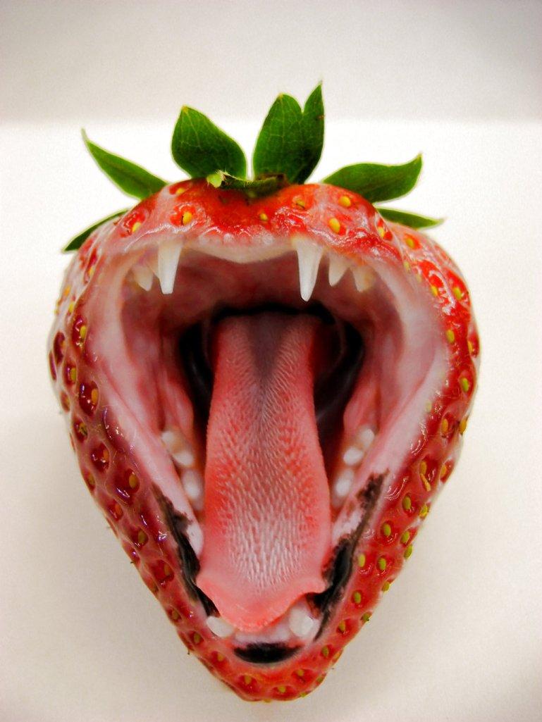 vampire_strawberry_by_megaossa-d65dwih