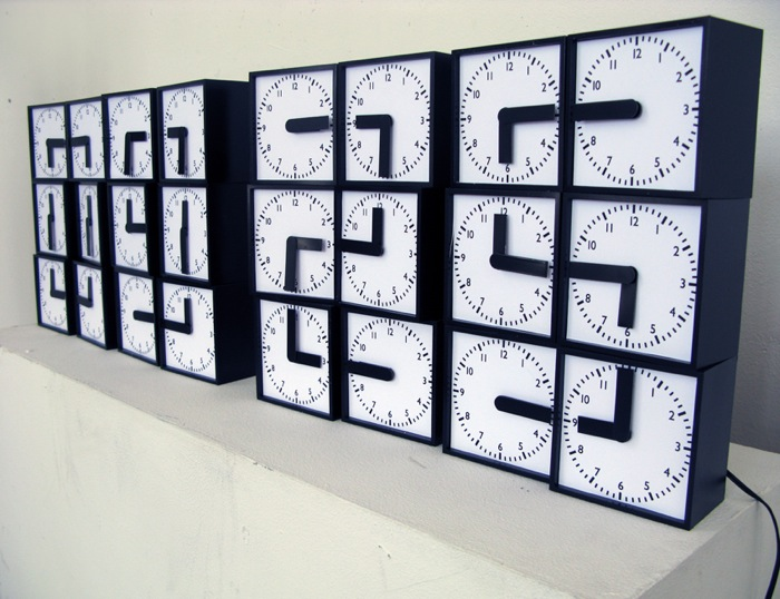 DigitalClockMadeFrom24AnalogueClocks1